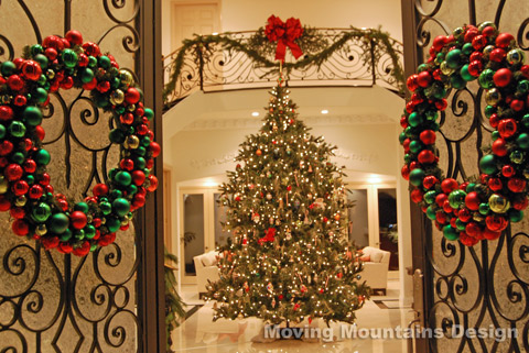 Things christmas home staging christmas centerpieces for Beautiful homes decorated for christmas