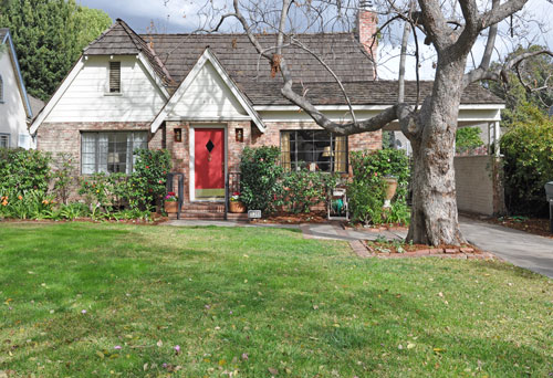Pretty Pasadena home after curb appeal home staging